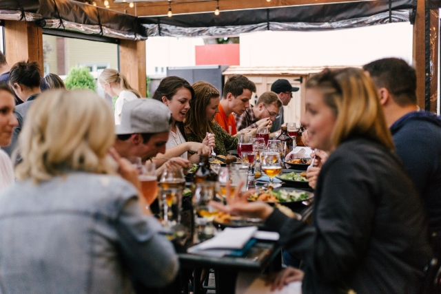Image by Priscilla du Preez of people at cafe networking and eating lunch together